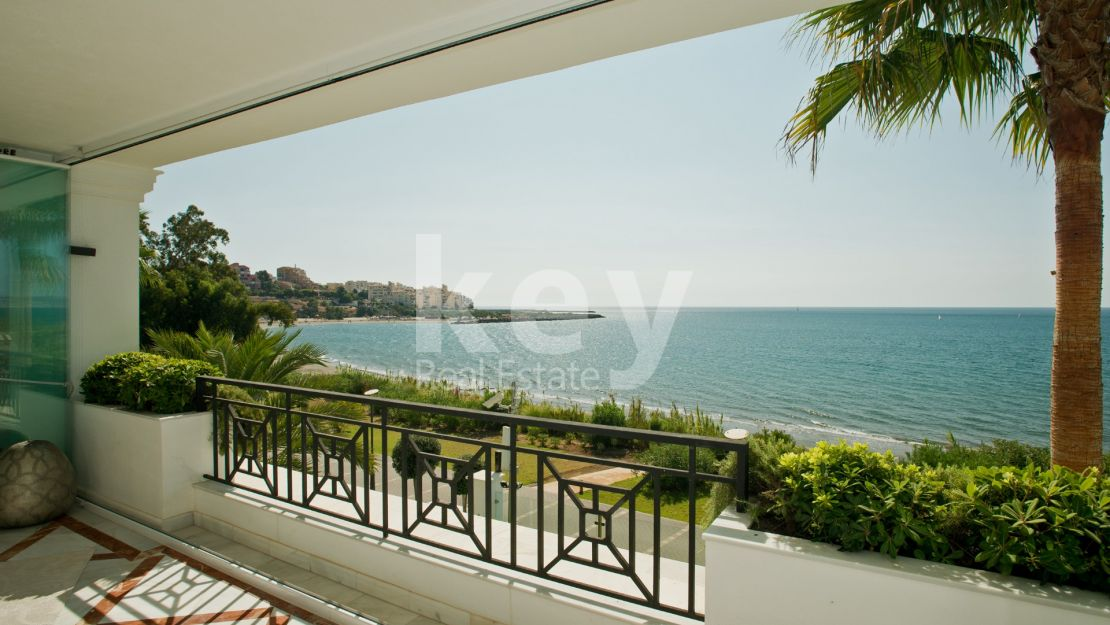 Front line beach luxury apartment for sale in Estepona