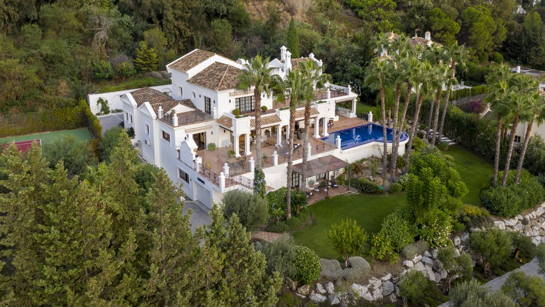 Villa Green Paradise: luxury villa for holiday rentals in New Golden Mile, Estepona