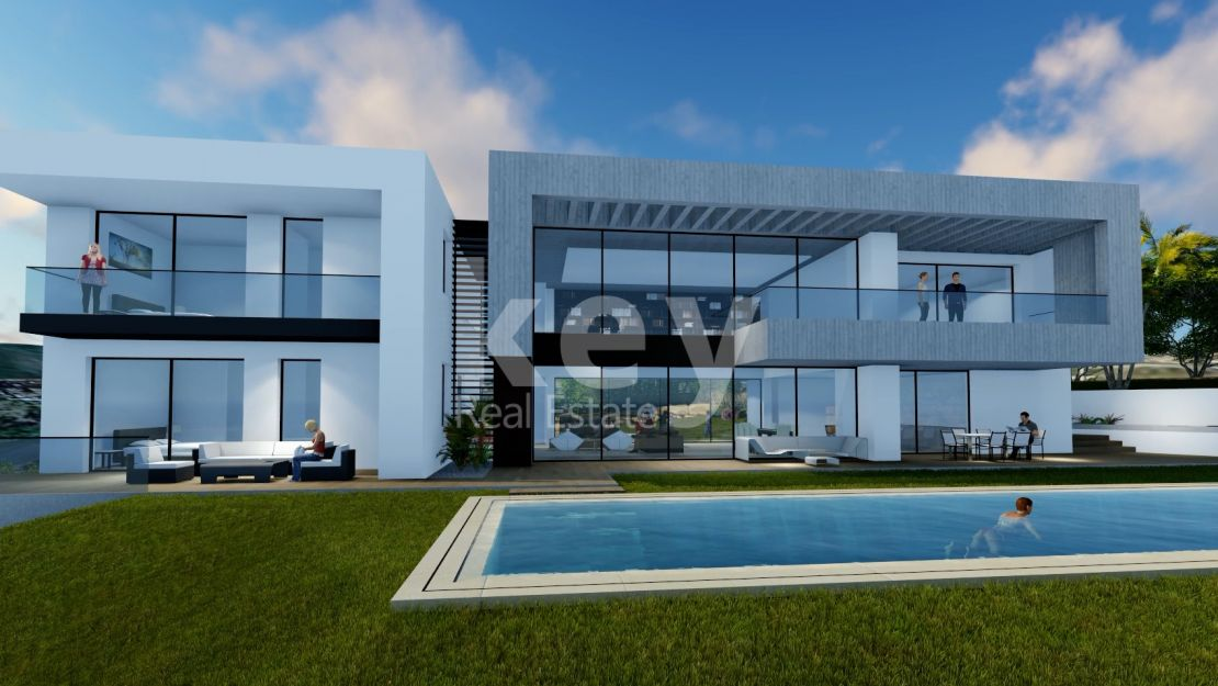 Luxury front line golf villa in Los Arqueros, Benahavis