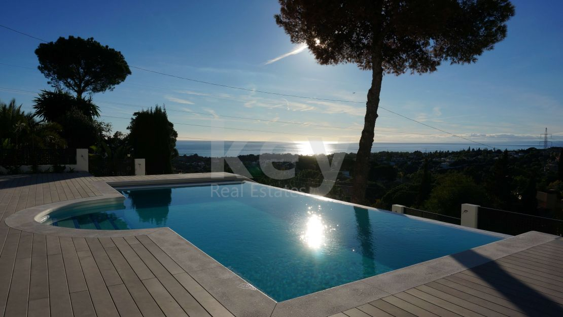 Villa Blanca: panoramic sea views villa in Elviria, Marbella East