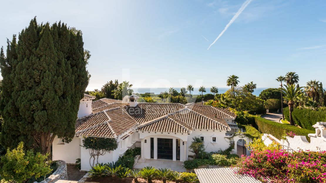 Stunning villa close to the beach for sale in Hacienda Las Chapas, Marbella East
