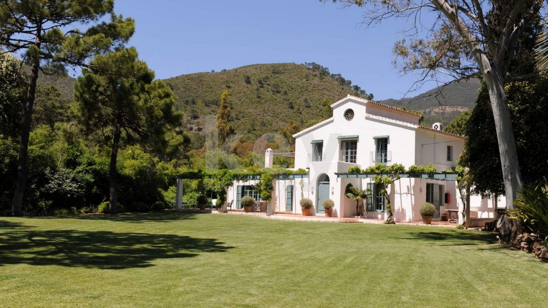 Villa Cordelia: Beautiful Andalusian villa for holiday rentals in Benahavis