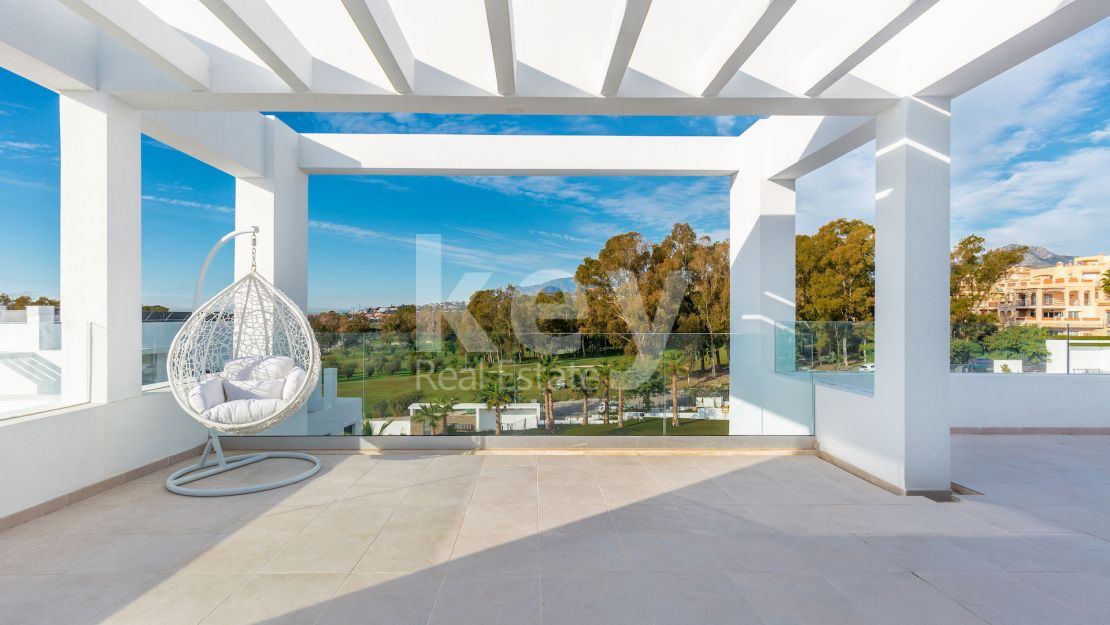 Penthouse Cielo: Front line golf contemporary duplex penthouse in Estepona