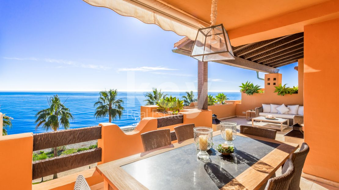 Beachfront apartment with sea views for sale in Los Granados del Mar, Estepona