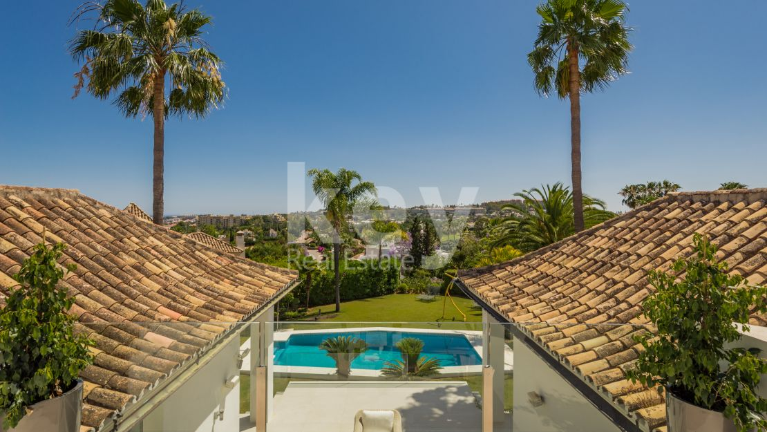 Renovated villa with golf views in Nueva Andalucia, Marbella