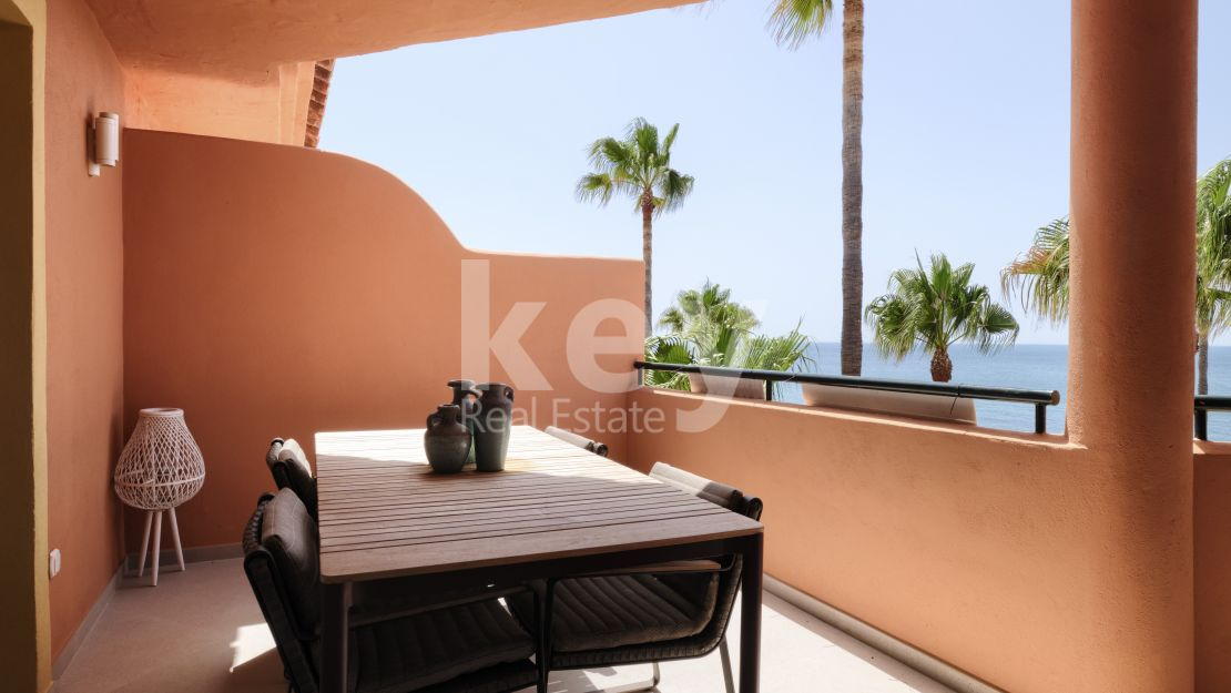 Beachfront renovated apartment in Bermuda Beach, Estepona