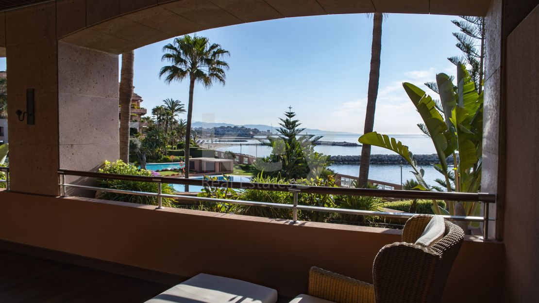 Beachfront apartment with sea views for sale in Malibu, Puerto Banús