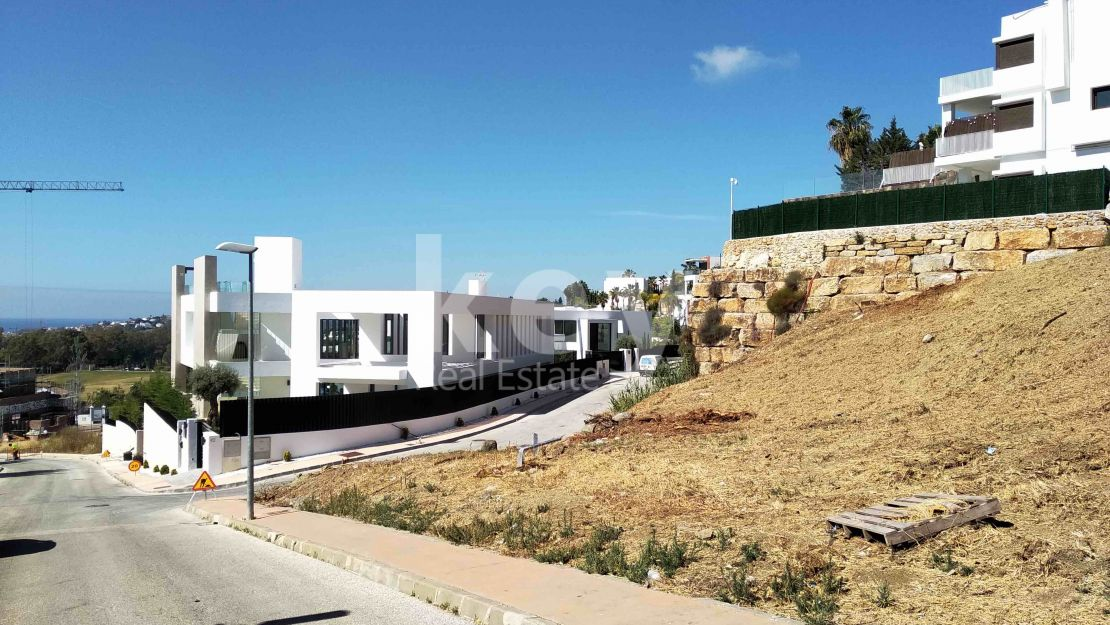 Amazing plot with sea views for sale in Los Capanes, Benahavis