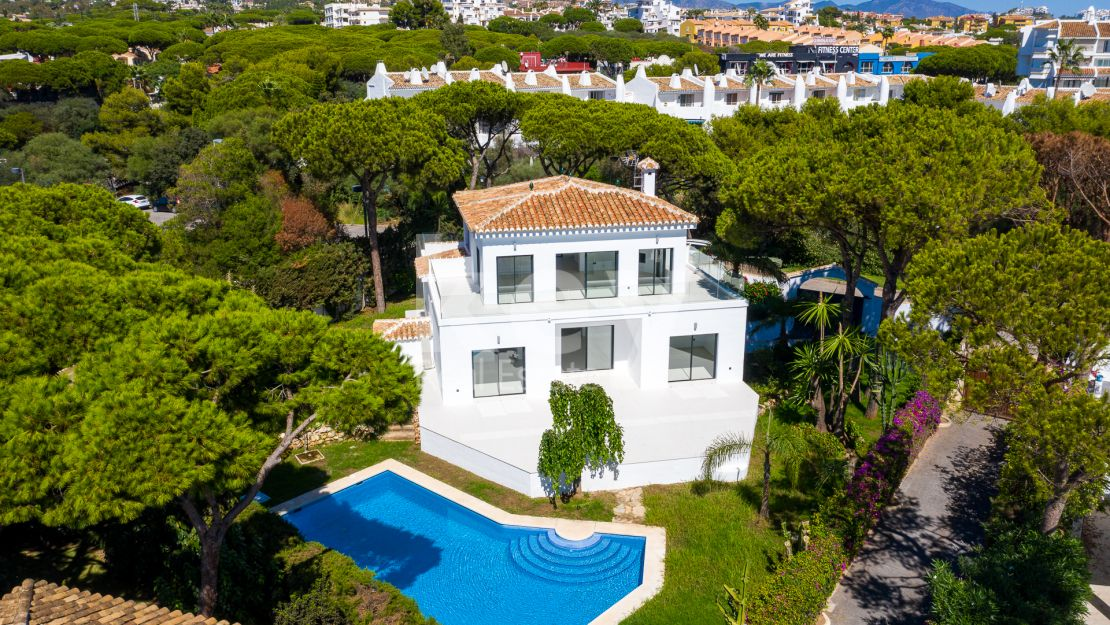 Newly renovated second line beach villa for sale in Calahonda, Mijas