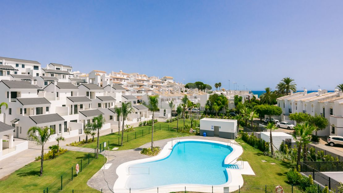 Beautiful beachside ground floor apartment in Arroyo Vaquero, Estepona