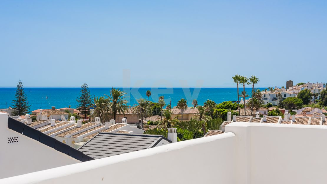 Panoramic sea views penthouse for sale in Arroyo Vaquero, Estepona
