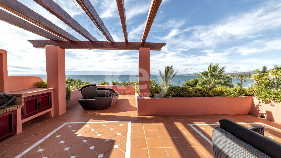 Beachfront luxury penthouse with sea views in Cabo Bermejo, Estepona