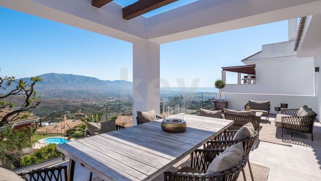 Sea views modern townhouse for sale in La Mairena