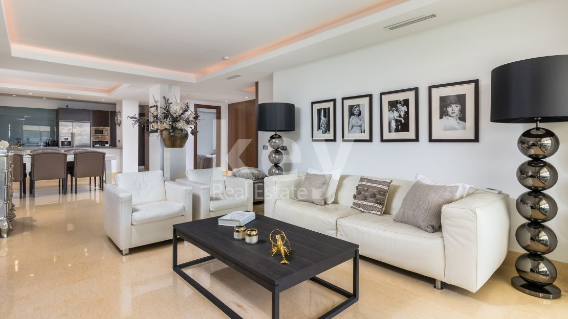 Modern apartment in privileged gated community, Benahavís
