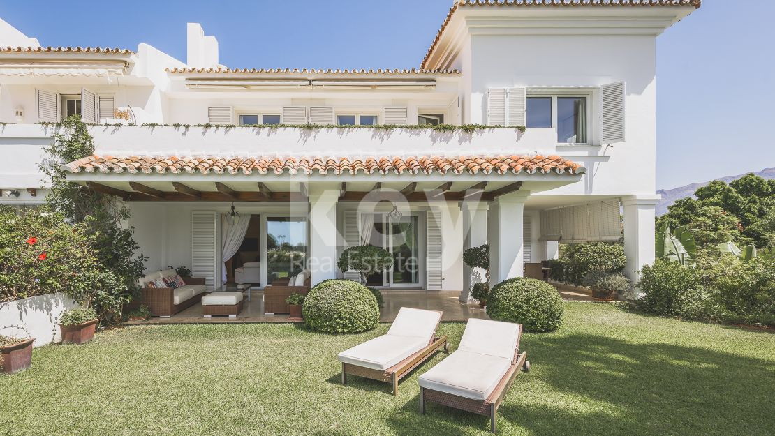 Mediterranean semi detached villa in frontline La Quinta Golf, Benahavís