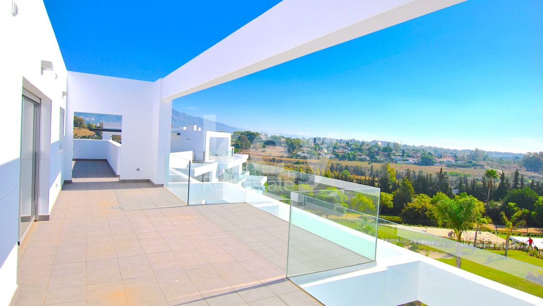 Gorgeous new built penthouse with sea and mountain views, Atalaya, Estepona