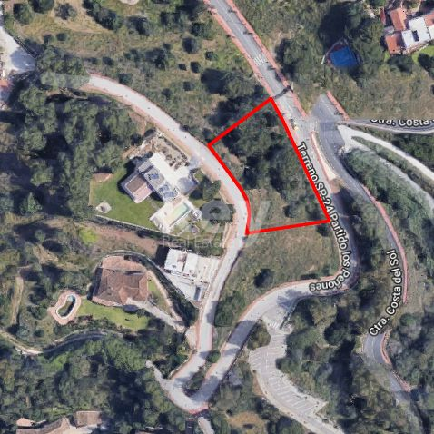 Spacious plot with sea views in prestigious residential area, Benalmadena
