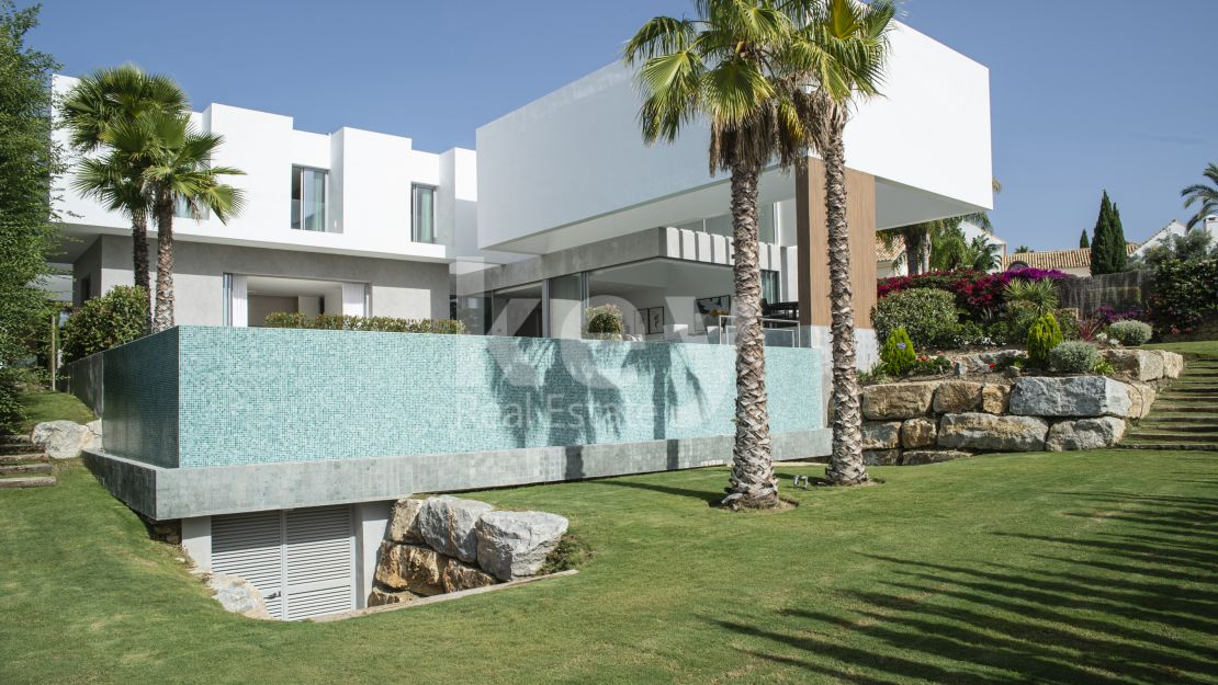 Contemporary sea view villa in Los Flamingos Golf, Benahavís