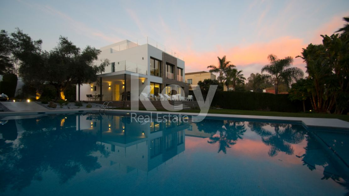 Fabulous villa surrounded by privileged golf courses, Nueva Andalucia