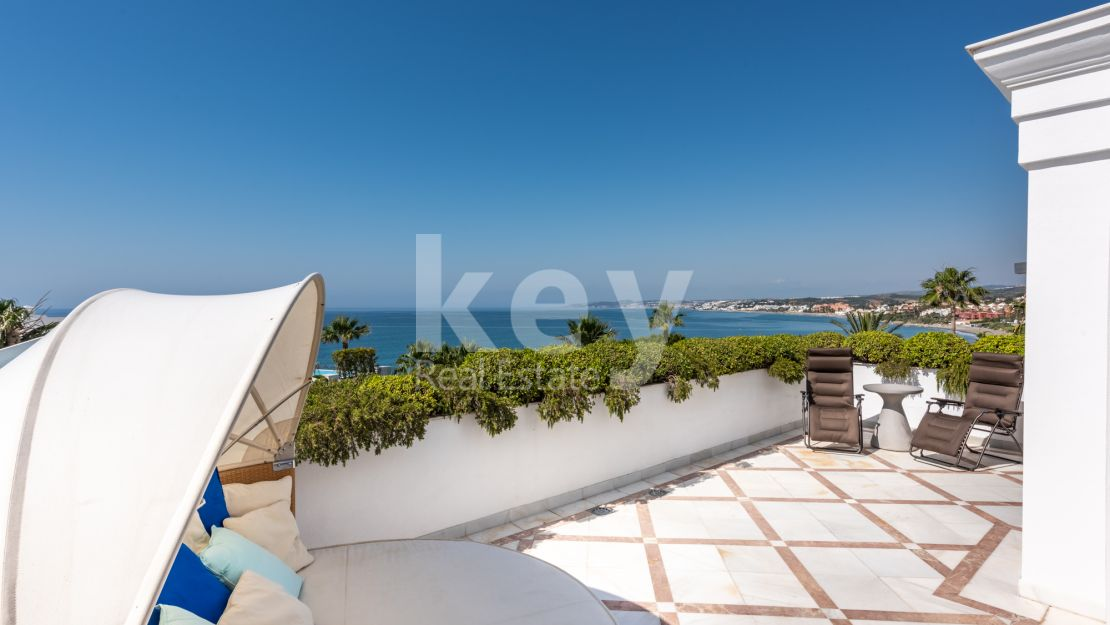 Luxury penthouse with sea views and within walking distance to the beach, Estepona