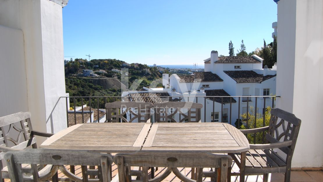 Frontline golf duplex penthouse with sea views for sale in Benahavís