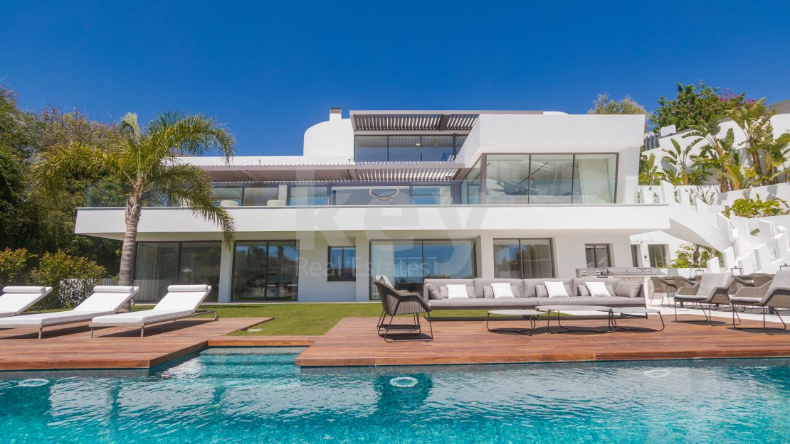 New luxury villa with panoramic sea views in La Quinta, Benahavis
