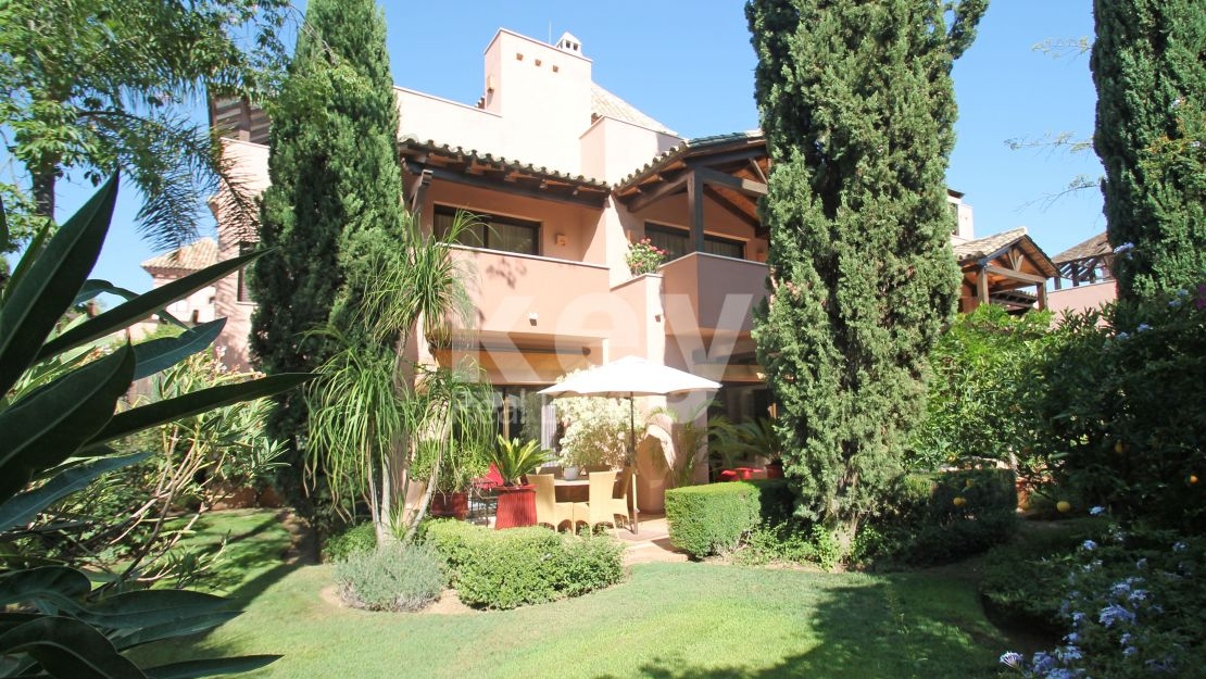 Beautiful semi detached villa for sale in Cascada de Camojan, Golden Mile