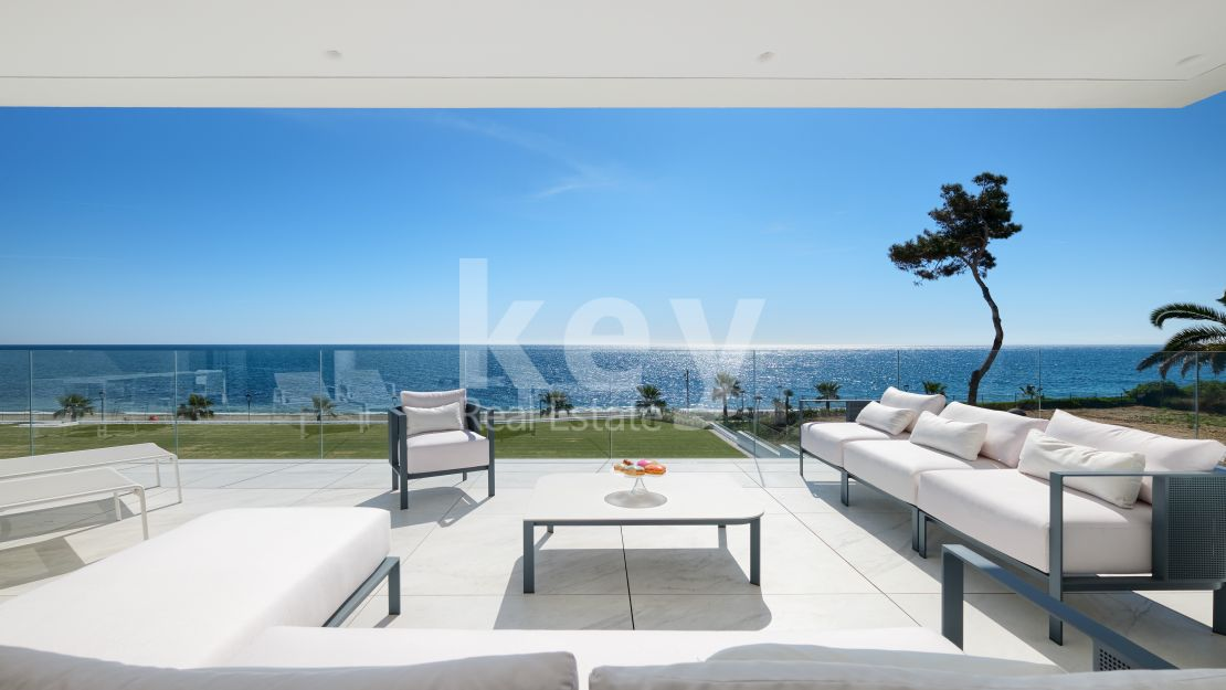 Beachfront luxury apartment with sea views in New Golden Mile, Estepona