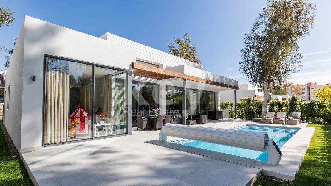Villa Alina: modern villa for holiday rentals in Estepona