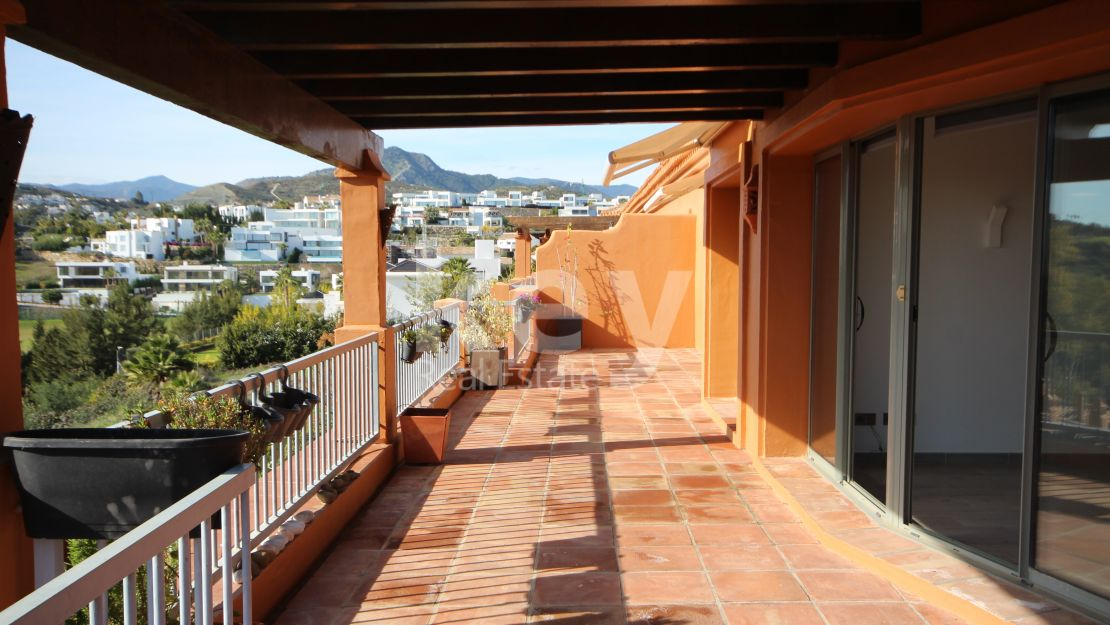 Beautiful penthouse for sale in Benatalaya, Estepona