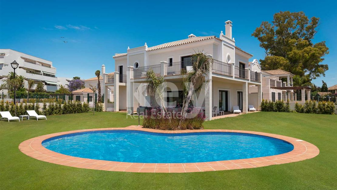 Beachside beautiful villa in Guadalmina Baja
