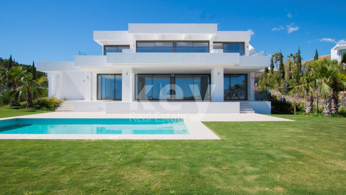 Signature front line golf villa in Los Flamingos, Benahavis