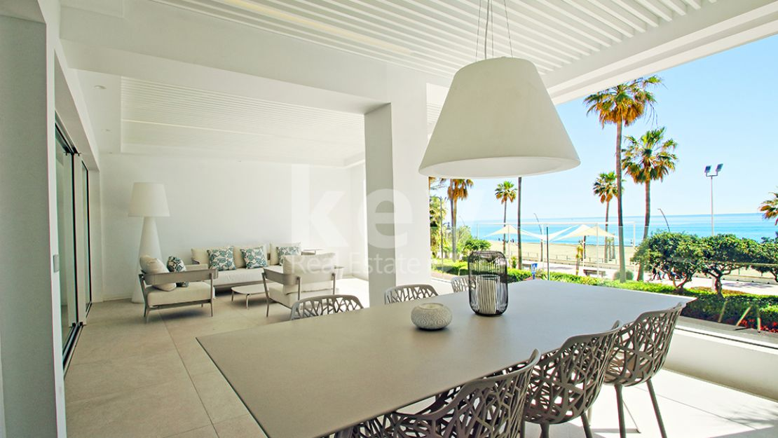 Fabulous beachfront apartment in Estepona