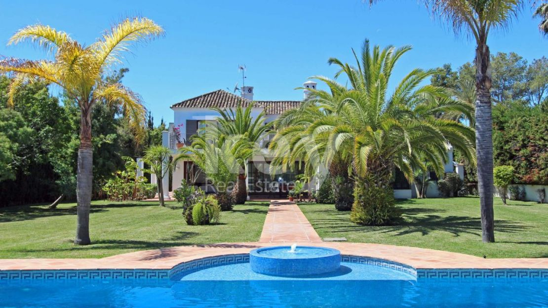 Mediterranean style  villa in Gadalmina Baja, Marbella close to the beach