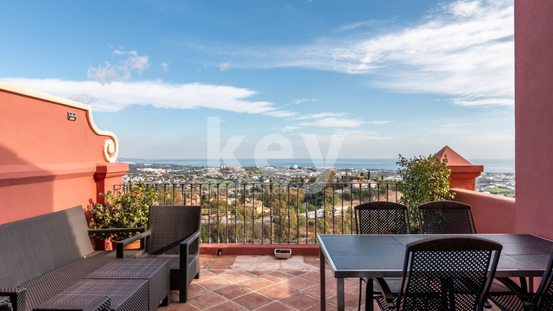 Panoramic sea views apartment for sale in Benahavis