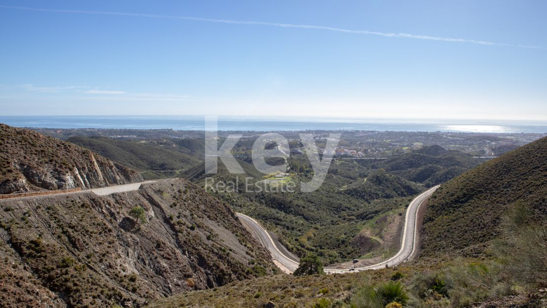 Panoramic sea views golf plot in Real de la Quinta, Benahavis