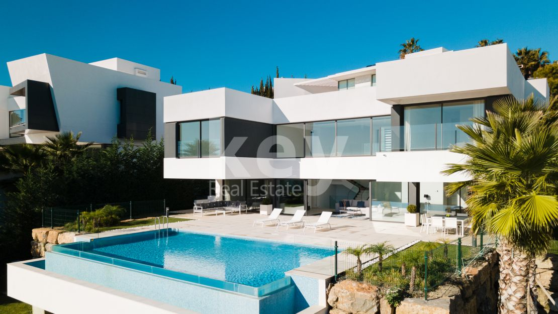 Stunning contemporary villa in La Alqueria, Benahavis