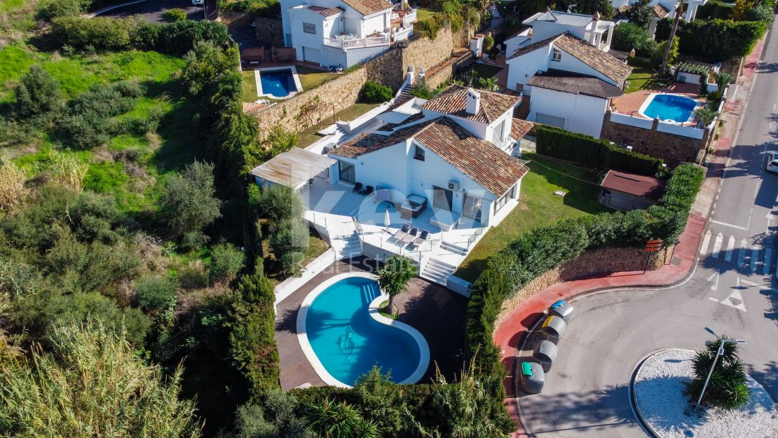 Great opportunity: villa for sale in Los Naranjos, Nueva Andalucia