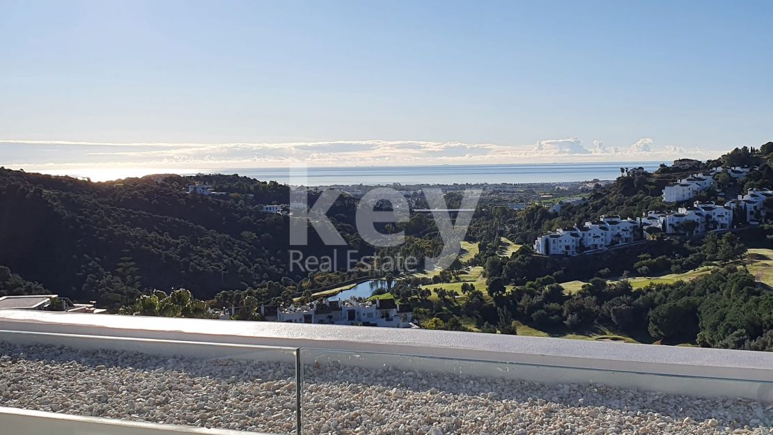 Stunning sea views plot in Lomas de la Quinta, Benahavis