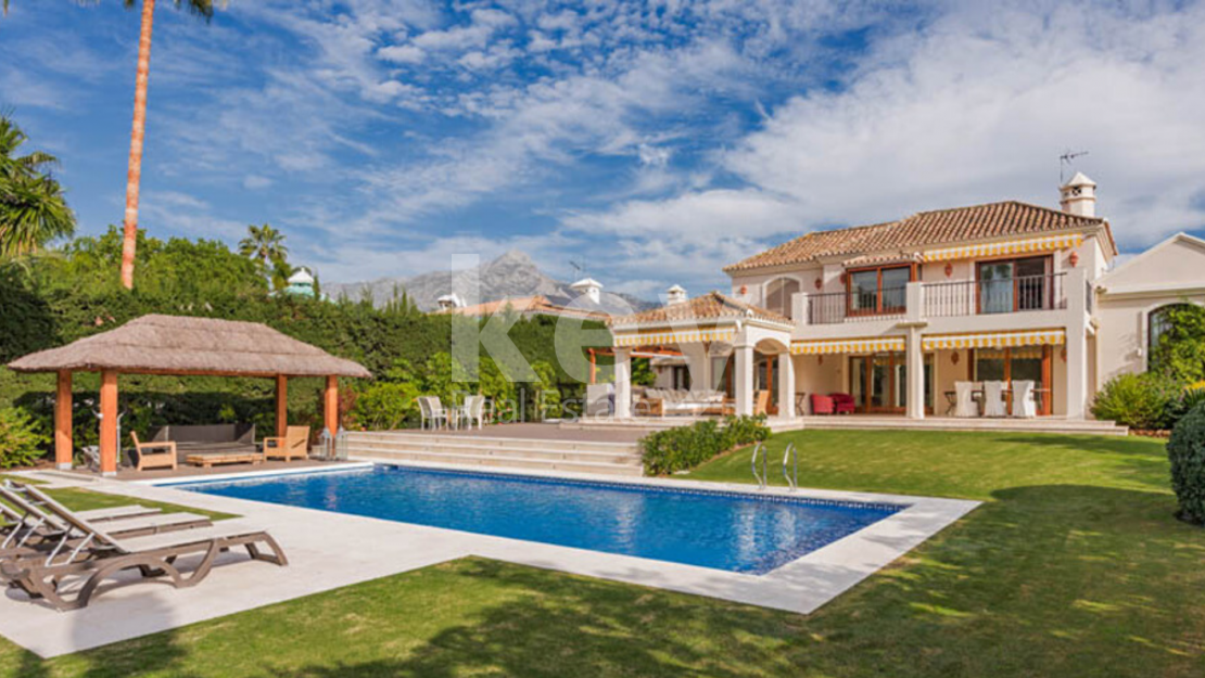 Renovated classic villa in Los Naranjos Golf, Nueva Andalucia
