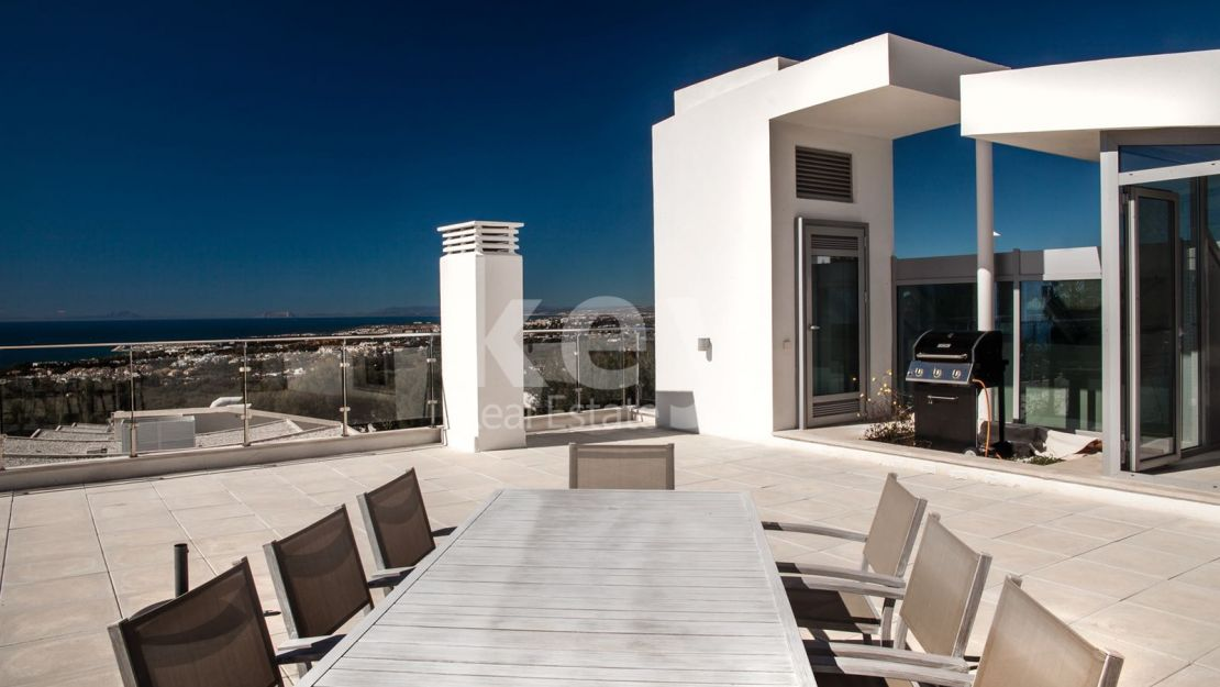 Sea views luxury townhouse in Golden Mile, Marbella