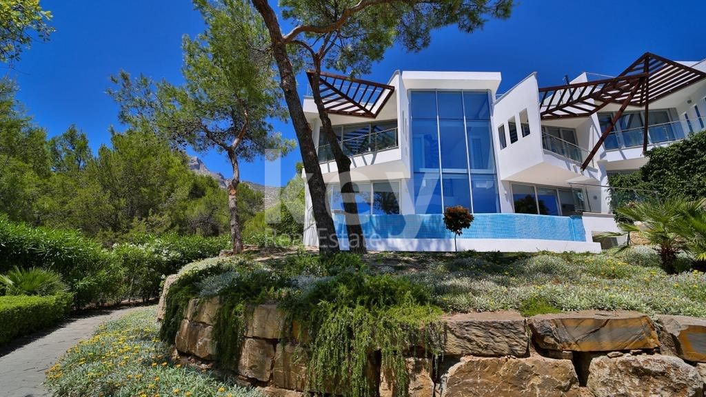 Luxury and modern townhouse in Sierra Blanca, Marbella