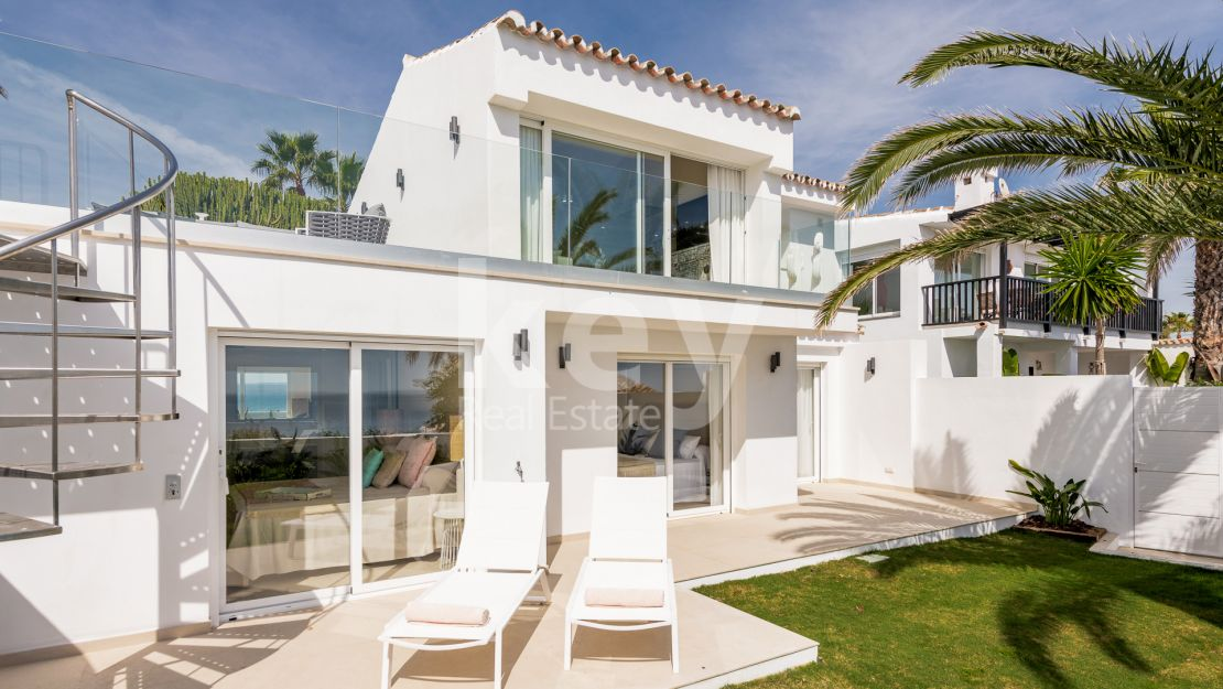 Beachfront renovated villa in Arena Beach, Estepona