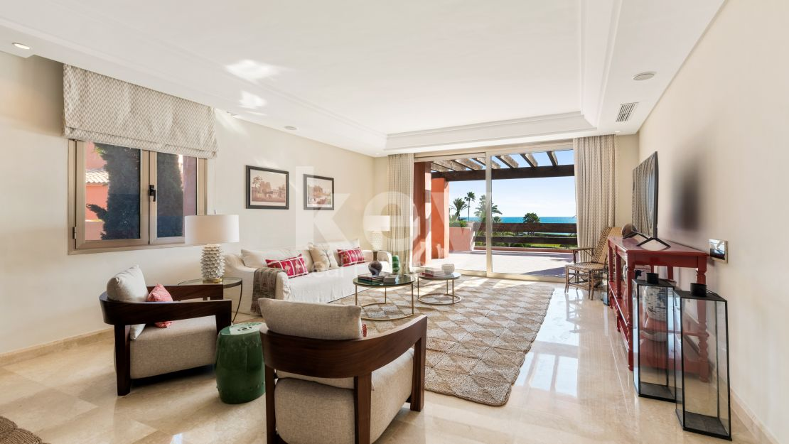 Beachfront beautiful apartment for sale in Marbella East