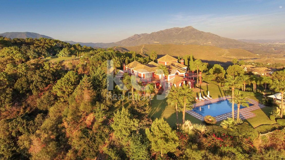 VILLA KIRA: Luxury villa for holiday rental located in La Zagaleta