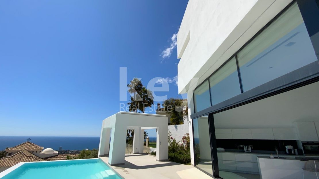 Villa for sale in Altos de los Monteros