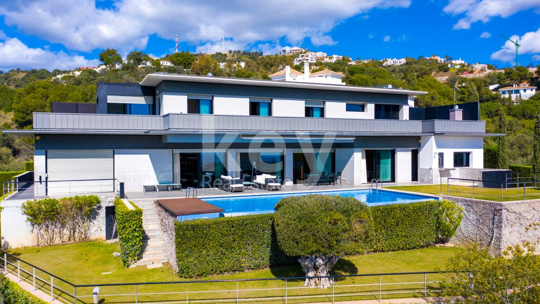 Stunning villa with panoramic sea views located in Los Altos de Los Monteros