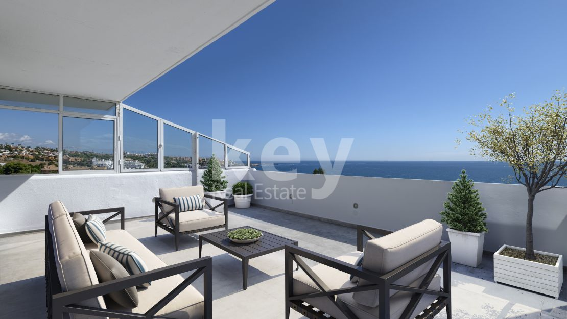 Frontline beach renovated penthouse in Estepona West