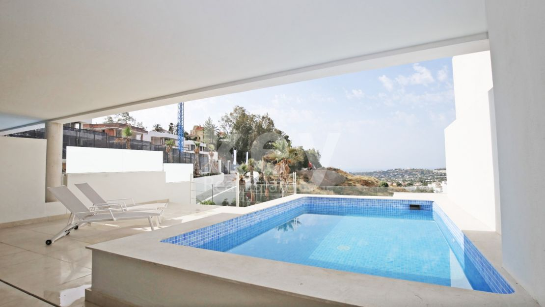 Modern apartment with private pool in Nueva Andalucia, Marbella