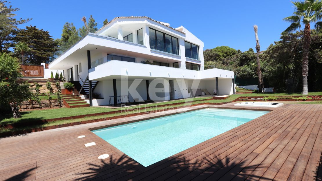 New beachside villa with sea views in Marbella East